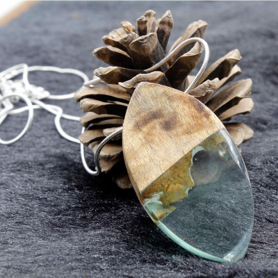 Log Water Shade Resin Necklace